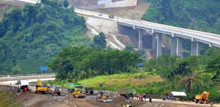 Construction Of  2,700 kl toll road to connect provinces in Sumatra island