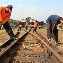 Indo gov't to begin construction of railroad network in papu in 2015