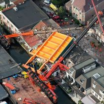 Holland bridge lift turns to crane collapse
