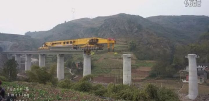 580-ton Chinese mechanical beast builds bridges in no time flat!