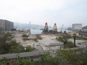 Decontamination works have been carried out on the Yau Tong site which has been cleared of structures with hoarding erected except on the lots owned by the objecting owners. (Danny Chung)