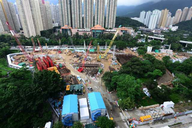 Diaphragm walls are currently under construction at the former Tai Hom Village at Diamond Hill (MTR Corporation)