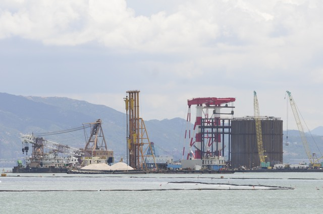 The situation on site on 9 July 2013. Contractor's heavy equipment undertaking reclamation work for the artificial island for the Boundary Crossing Facilities. The huge steel cell can be seen on the right  (Danny Chung)