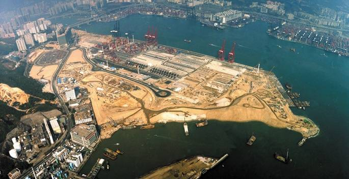 Construction of Container Terminal 9 was severely affected by delays in dumping of contaminated mud and concerns over the financial well-being of the South Korean joint venture partner Hyundai Engineering and Construction   (AECOM website)