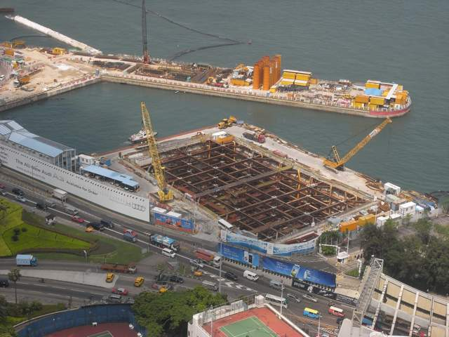 Closer view of the cofferdam for construction of the Central-Wan Chai Bypass   (Danny Chung)
