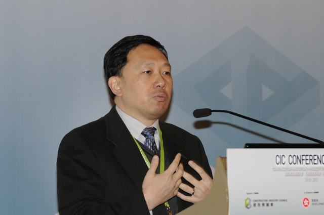 Yau Lee Holdings vice chairman Conrad Wong Tin-cheung delivering a speech on lean Construction at a conference on innovation in productivity and technology organised by the Construction Industry Council last Friday  (Danny Chung)