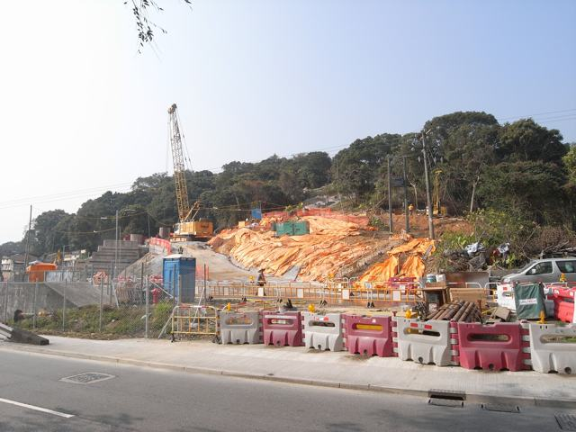 Work has already started on parts of the Liantang/Heung Yuen Wai Boundary Control Point. The photo above shows a site near Kiu Tau, Fanling belong to Chun Wo Construction & Engineering  (Danny Chung)