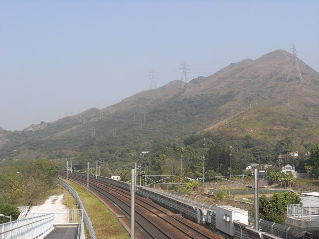 Lung Shan Tunnel for Contract 2 will start at the foot of Lung Shan Hill  (on the left of this picture) near the Fanling Highway interchange and end at the proposed Sha Tau Kok Road interchange 4.8 kilometres away  (Danny Chung)